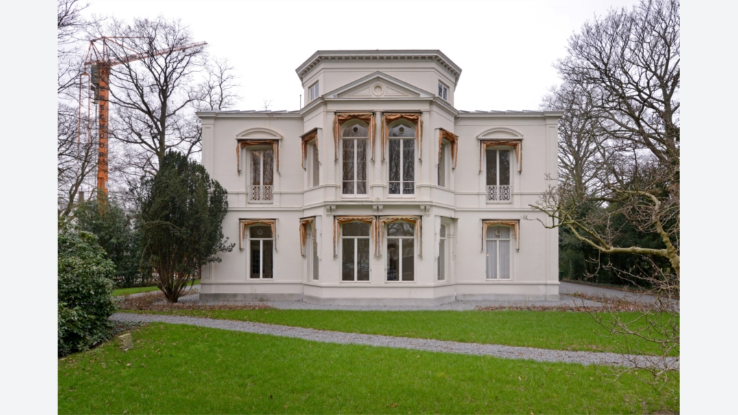 Riante vrijstaande villa plein 1813 4 5 te den haag for Huis te koop den haag
